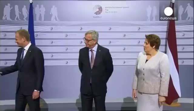"""Watch and share Und Juncker So Zu Orban: """"Hallo Diktator"""" GIFs on Gfycat"""