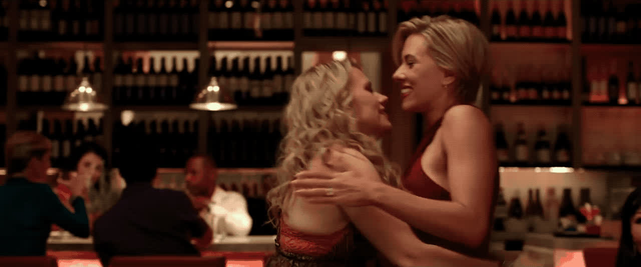embrace, hug, kate mckinnon, rough night, scarlett johansson, Rough Night - Scarlett Johansson & Kate McKinnon GIFs