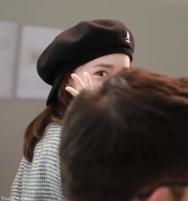 Watch and share Yoona-airport-8-www.yoon-a.com GIFs by KGIRLS on Gfycat