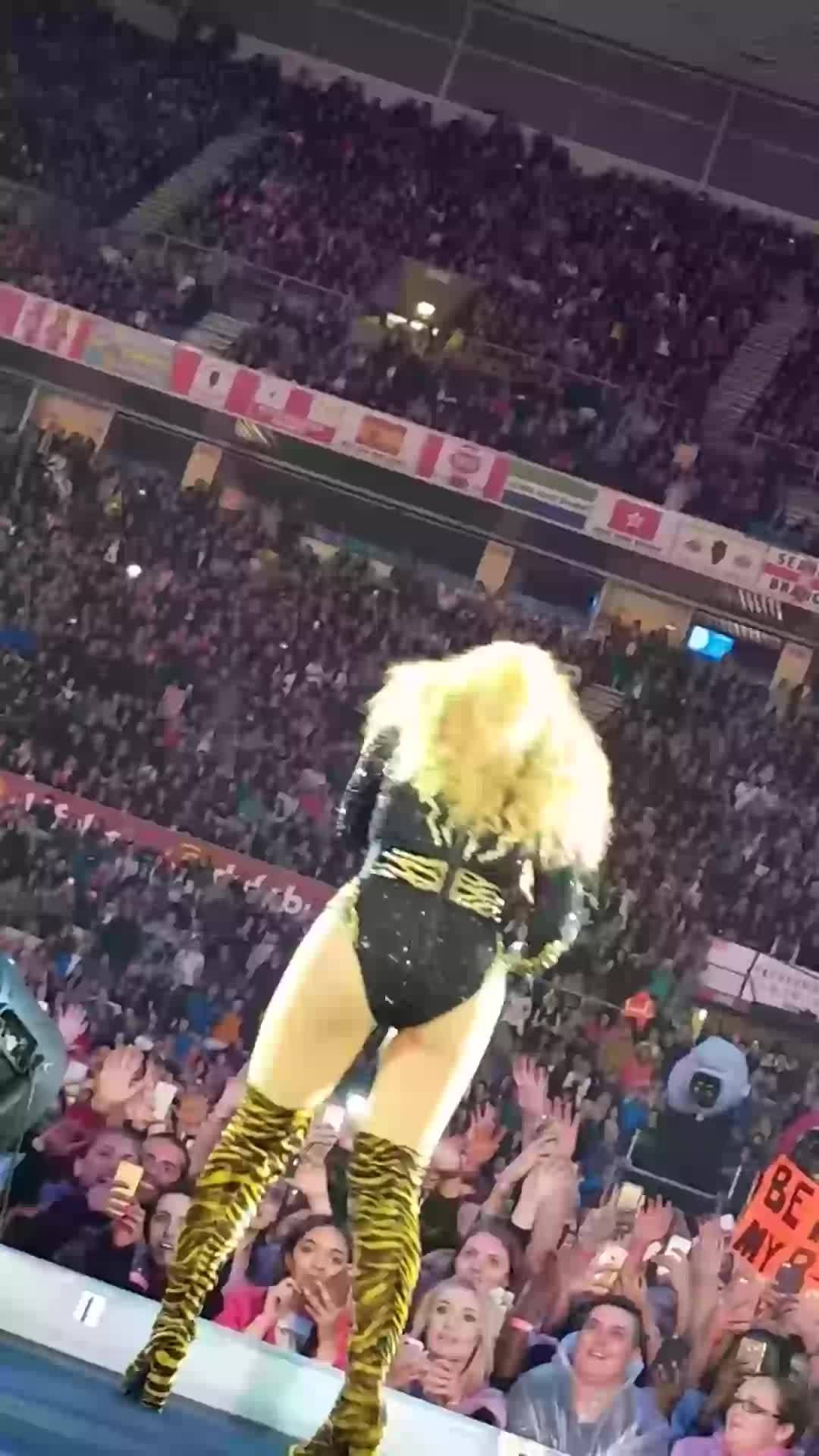 BeyoncePics, beyoncepics, onstagegw, Just came to Beyoncé shaking her ass (more in comments) (reddit) GIFs
