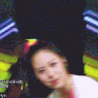 Idol nữ Kpop và những tình huống dở khóc dở cười khi mái tóc phản chủ