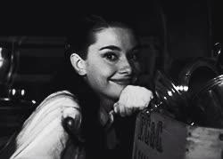 audrey hepburn, bye, wave, до свидания, до скорого, пока, привет, gif film vintage audrey hepburn roman holiday Gregory Peck GIFs
