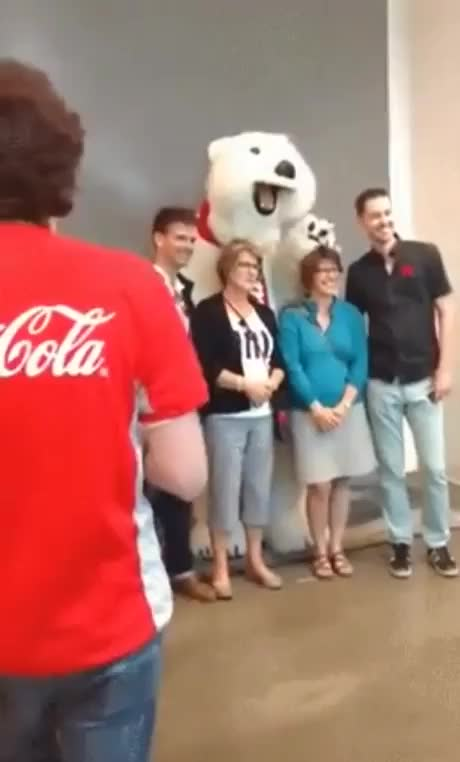 Watch Colabear om nom GIF by @icedragonsoul on Gfycat. Discover more Polar bear Cocacola GIFs on Gfycat