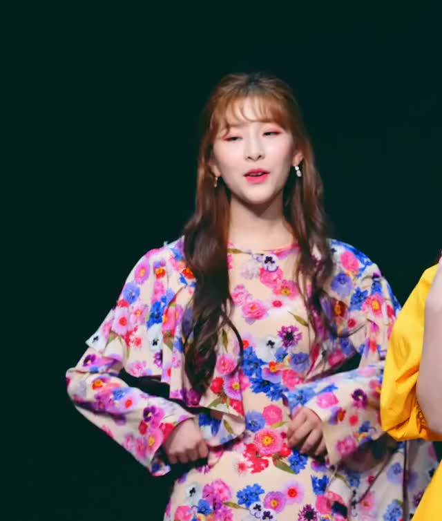 Watch and share Minju-190427 GWSN [QfMm0cKcYm4]-25 GIFs by Mecha熊 ✔️  on Gfycat