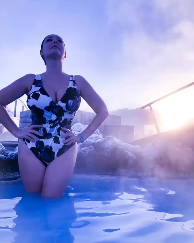 Kelly Brook, KellyBrook, awesome, blue lagoon, blue lagoon iceland, celebs, cinemagraphs, cinematograph, cool, kelly brook, outdoor, sauna, Kelly Brook blue lagoon iceland outdoor sauna GIFs