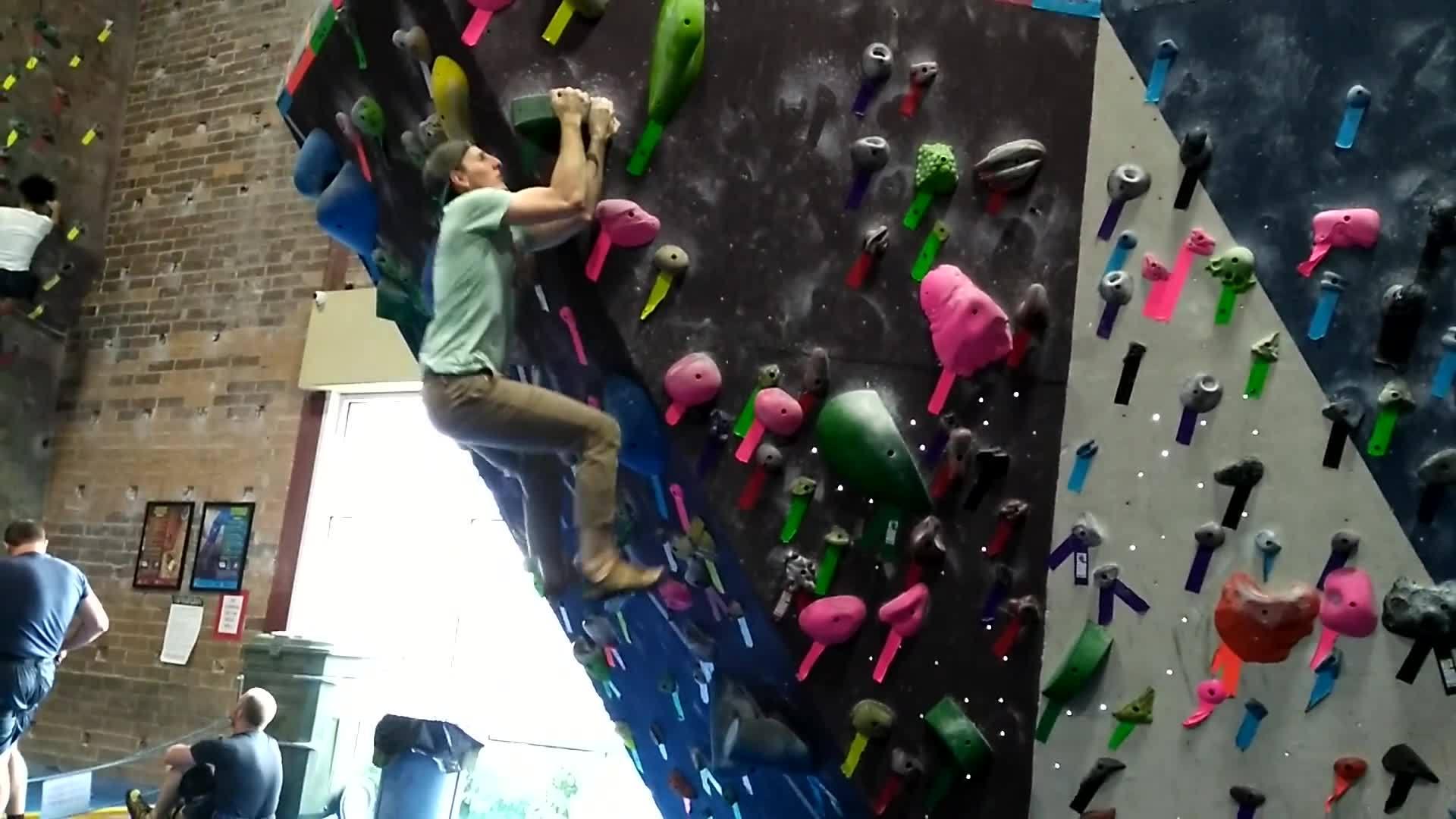 bouldering, 2 GIFs