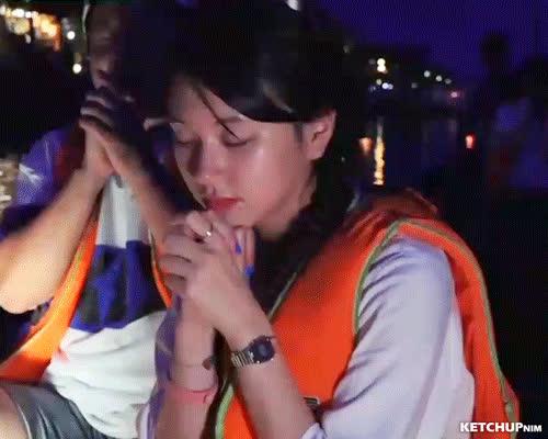 praying chaeng GIFs