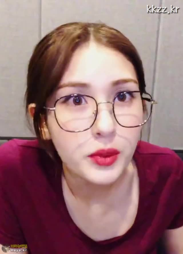 Watch and share 매의눈닷컴 GIFs and Somi GIFs by 매의눈닷컴(▶heye.kr) on Gfycat