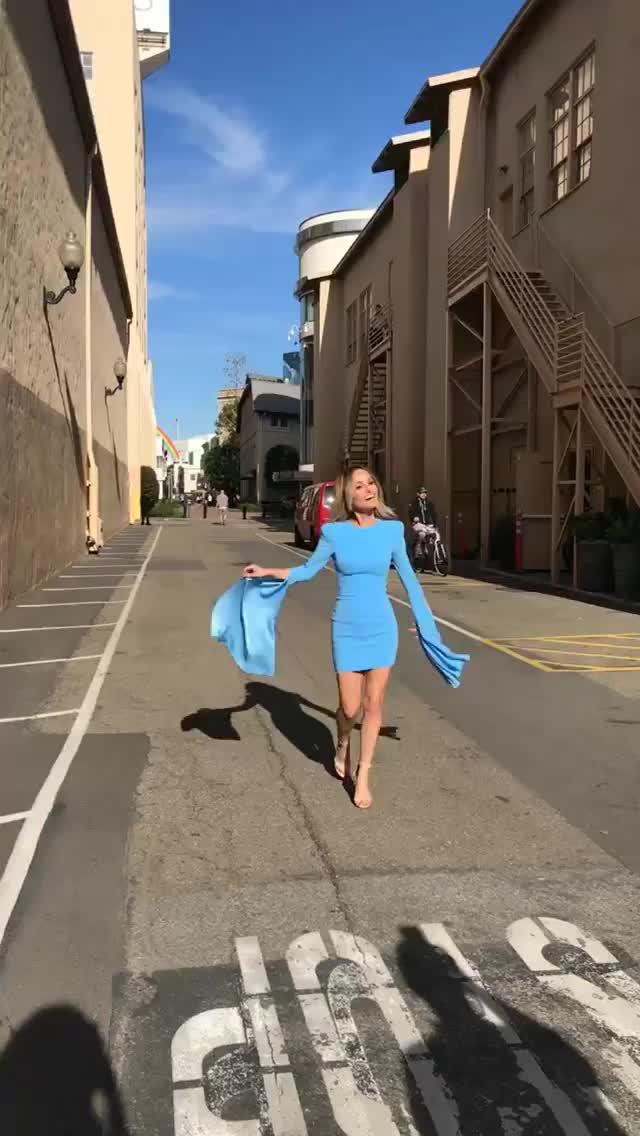 giada, Blue Dress Instagram [MIC] (reddit) GIFs