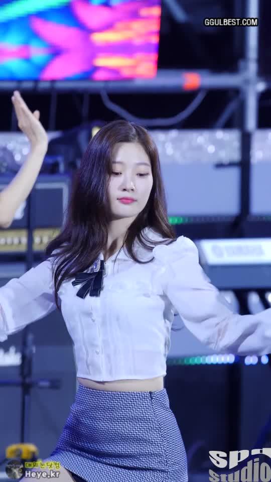 chaeyeon, dia, 다이아, 정채연, 다이아 정채연 (DIA Chaeyeon) 타이트한 스커트 GIFs