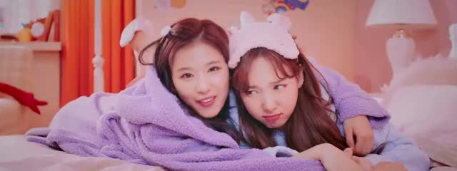 Watch this trending GIF by null chloe (@nullchloe) on Gfycat. Discover more kpop, nayeon, sana, twice GIFs on Gfycat