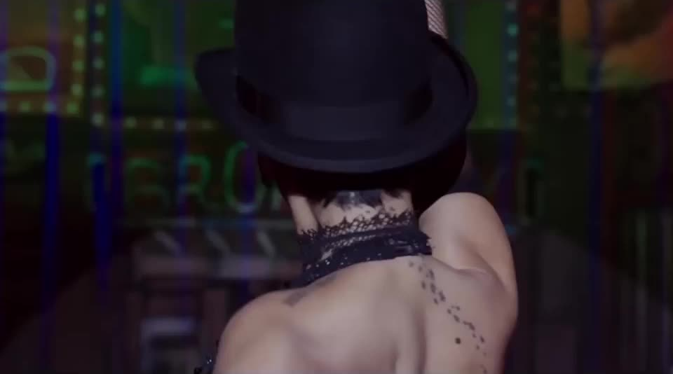 Head turn, Rihanna, Valerian, head turn, music, rihanna, riri, robyn rihanna fenty, valerian, Rihanna GIFs