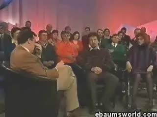 Watch apresentador ri GIF on Gfycat. Discover more apresentador, riso, voz fina GIFs on Gfycat