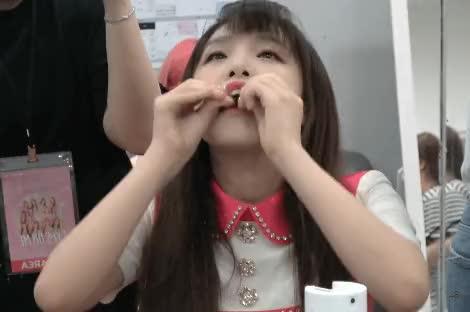 Watch and share 오리 먹방 GIFs by Egoist_Sakura on Gfycat