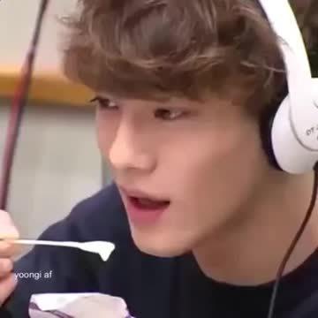 kfanservice, Chen eating ice cream GIFs