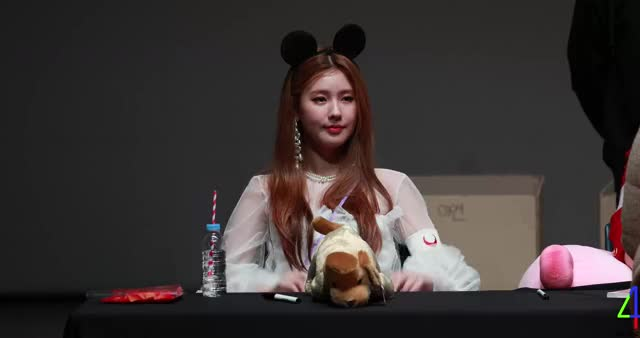 Watch and share Miyeon GIFs and Idle GIFs by Jae on Gfycat