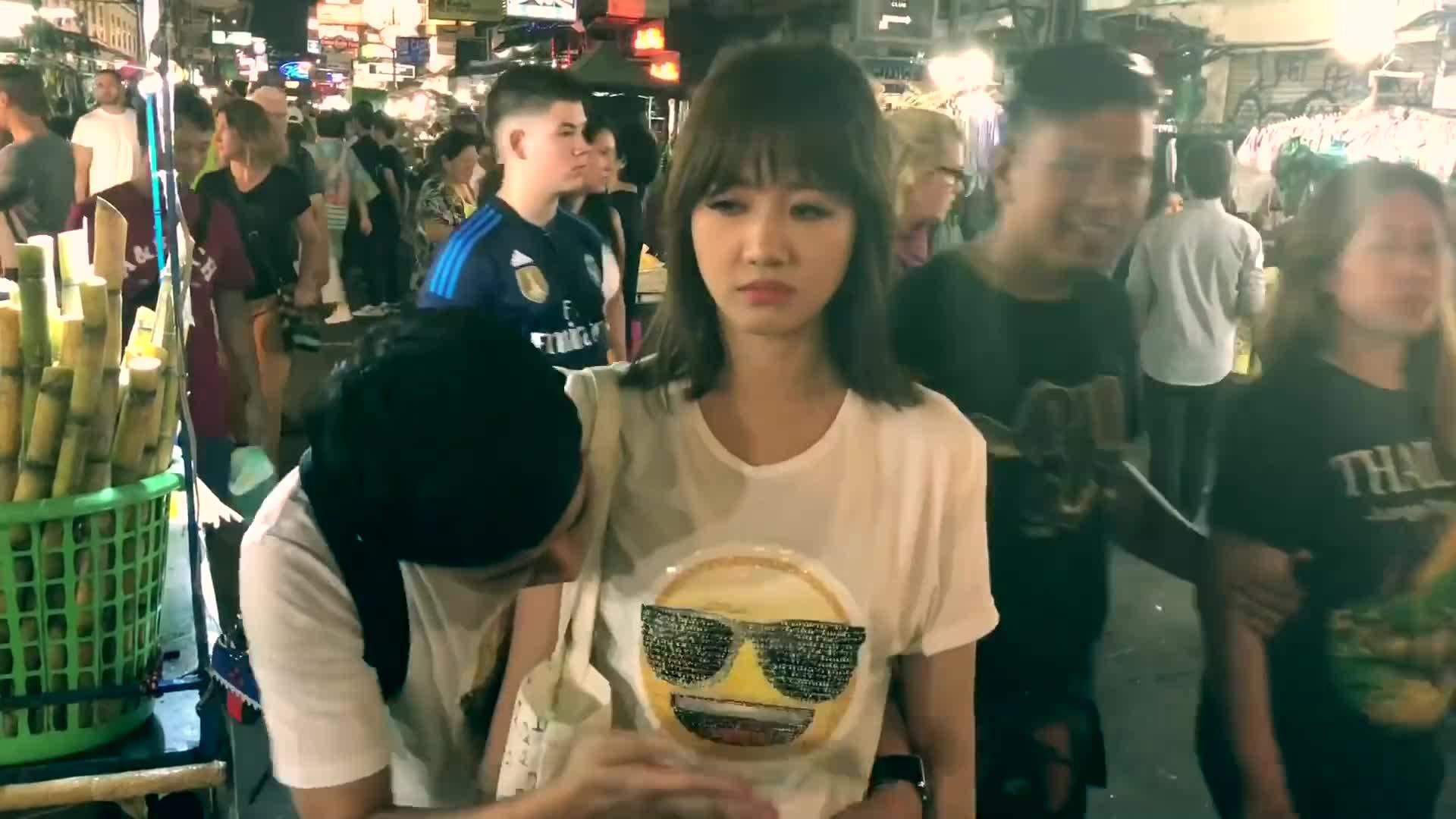 Sự thật về thông tin Trấn Thành sàm sỡ vòng 1 Hari Won giữa chợ Thái Lan