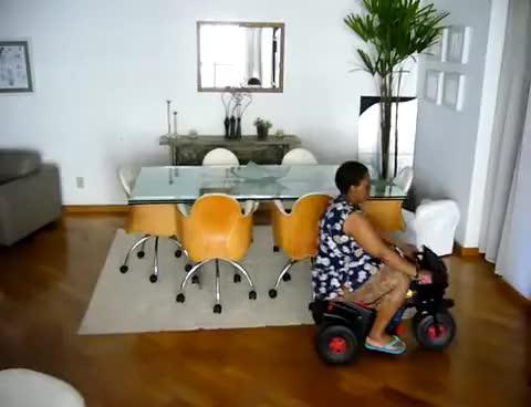 Watch and share Empregada Carrinho GIFs on Gfycat