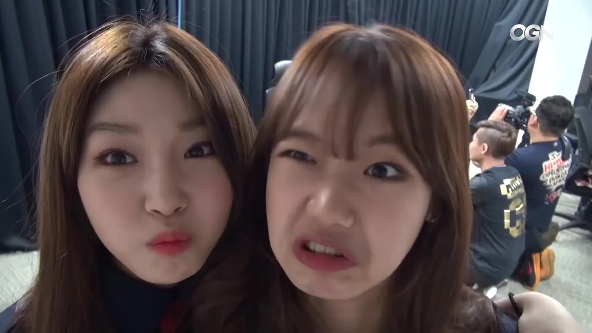 StoppedWorking, ogn, 온게임넷, Chungha Yoojung derp GIFs