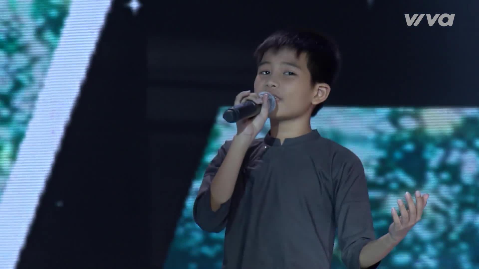 Đối đầu xuất sắc như hát nhóm chuyên nghiệp, đội Vũ Cát Tường nhận điểm 10 cộng từ HLV Hương Tràm