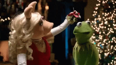 christmas, eve, holidays, kermit, kiss, kisses, love, merry, miss, mistletoe, muppet, piggy, show, together, xmas, Muppet show - Kiss GIFs