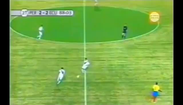 """Watch and share Andrés """"El Cóndor"""""""" Mendoza Falla Gol Ante Ecuador (Eliminatorias Alemania 2006) GIFs on Gfycat"""