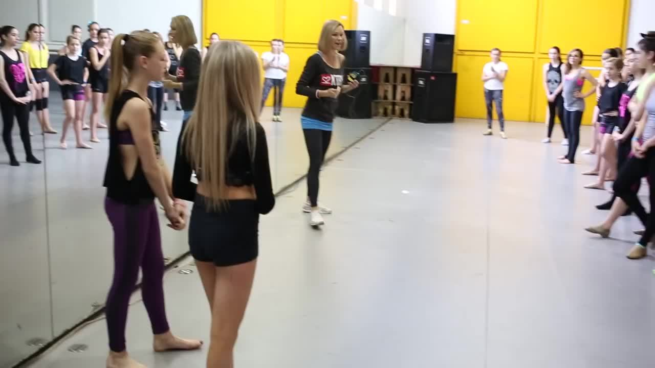 Mia Diaz leading stretch with Krista and Autumn Miller (reddit) GIFs