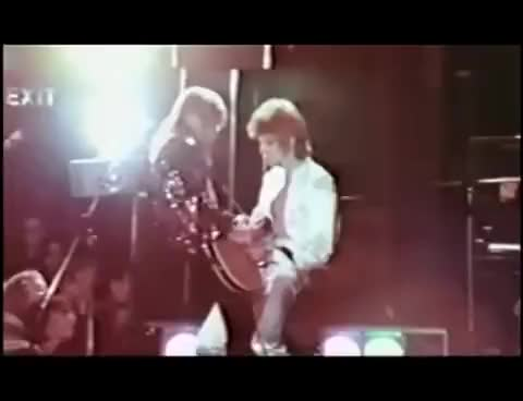 David Bowie - Ziggy in Dunstable - Bowie humps MIck