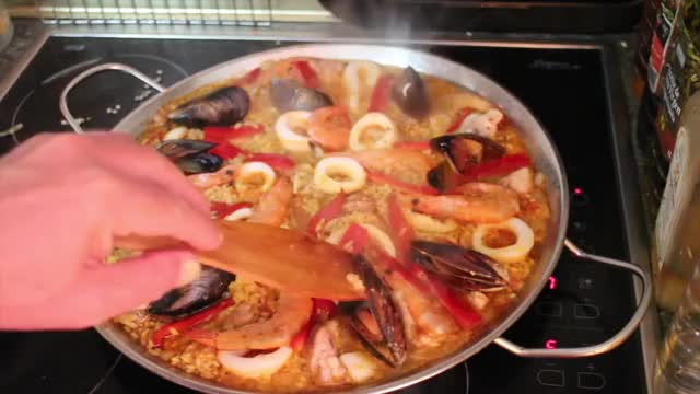 Watch Spanish Chicken and Seafood Paella GIF on Gfycat. Discover more Spanish, paella, rice GIFs on Gfycat