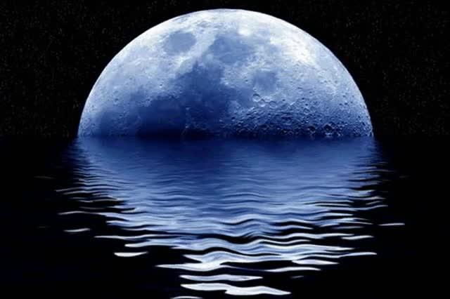 Watch and share Als Der Mond Im Meer Versank Und Die Sterne Weinten Ihm Hinterher,lieber Mond Komm Zurück,denn Ohne Dich Fehltder Mondden Menschen Sehr. GIFs on Gfycat