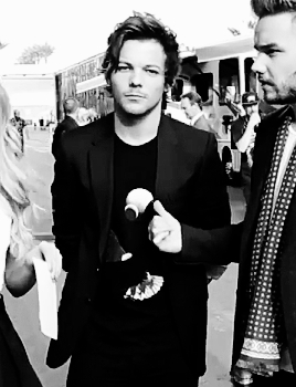 **, Louis, about me, anchoredlou, bbmas, gifs, im gonna delete this in a mo the gifset is hideous but lOOK AT HIS FACE OHGMYOGD HES SO PROUD, lilo, proudoflou, za. GIFs