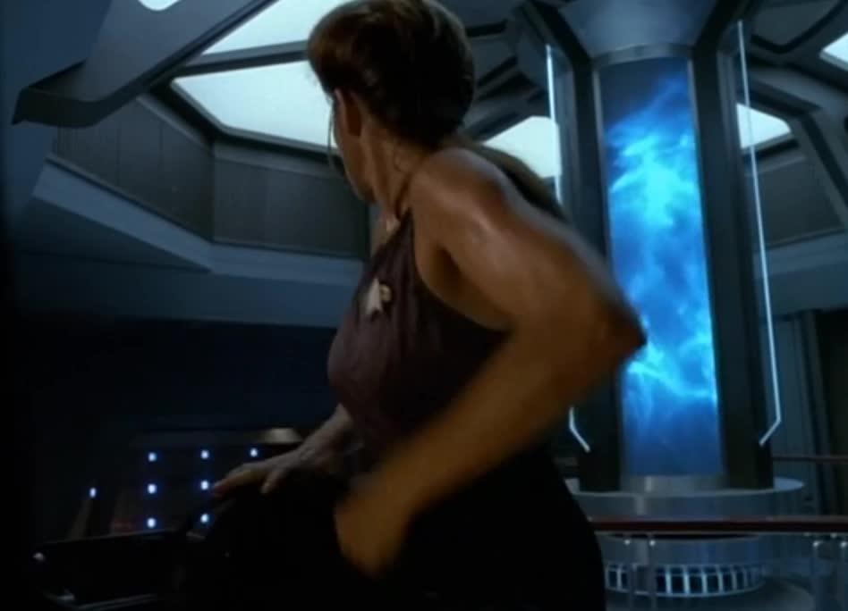 star trek, star trek: voyager, Janeway gears up GIFs