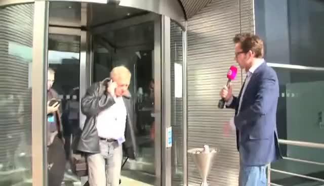 geenstijl, Tom Staal trekt rioolput EU open: Brussel GIFs