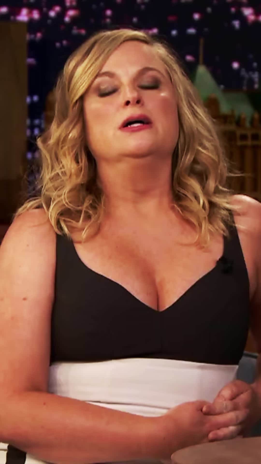 amy poehler, beautiful woman, blonde, cleavage, cute, hot, sexy, the tonight show, Amy Poehler GIFs