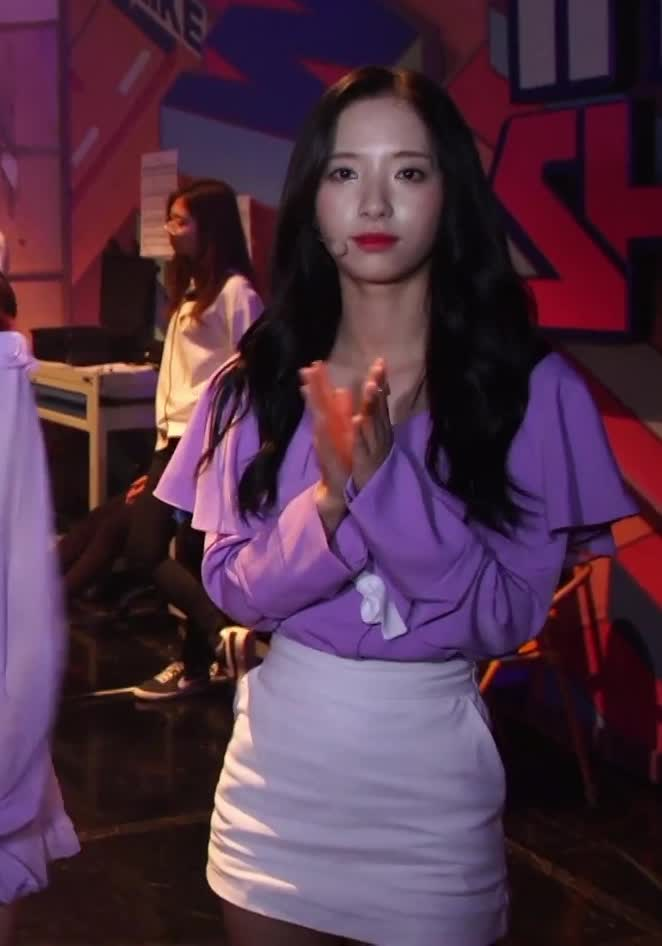 applause, bored, clap, clapping, good job, great job, not amused, slow clap, 190105 WJSN,LOONA,Dreamcatcher, BACKSTAGE of THE SHOW 165 behind 3 [BEHIND THE SHOW] 17 GIFs