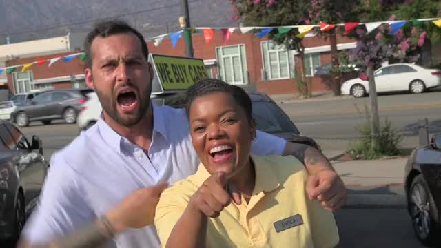 Watch and share Yvette Nicole Brown GIFs and Stars Selling Cars GIFs by Autoblog on Gfycat