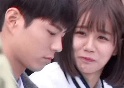 Watch and share  잘생긴 남자를 보는 여자들의 눈빛....gif GIFs by podong on Gfycat
