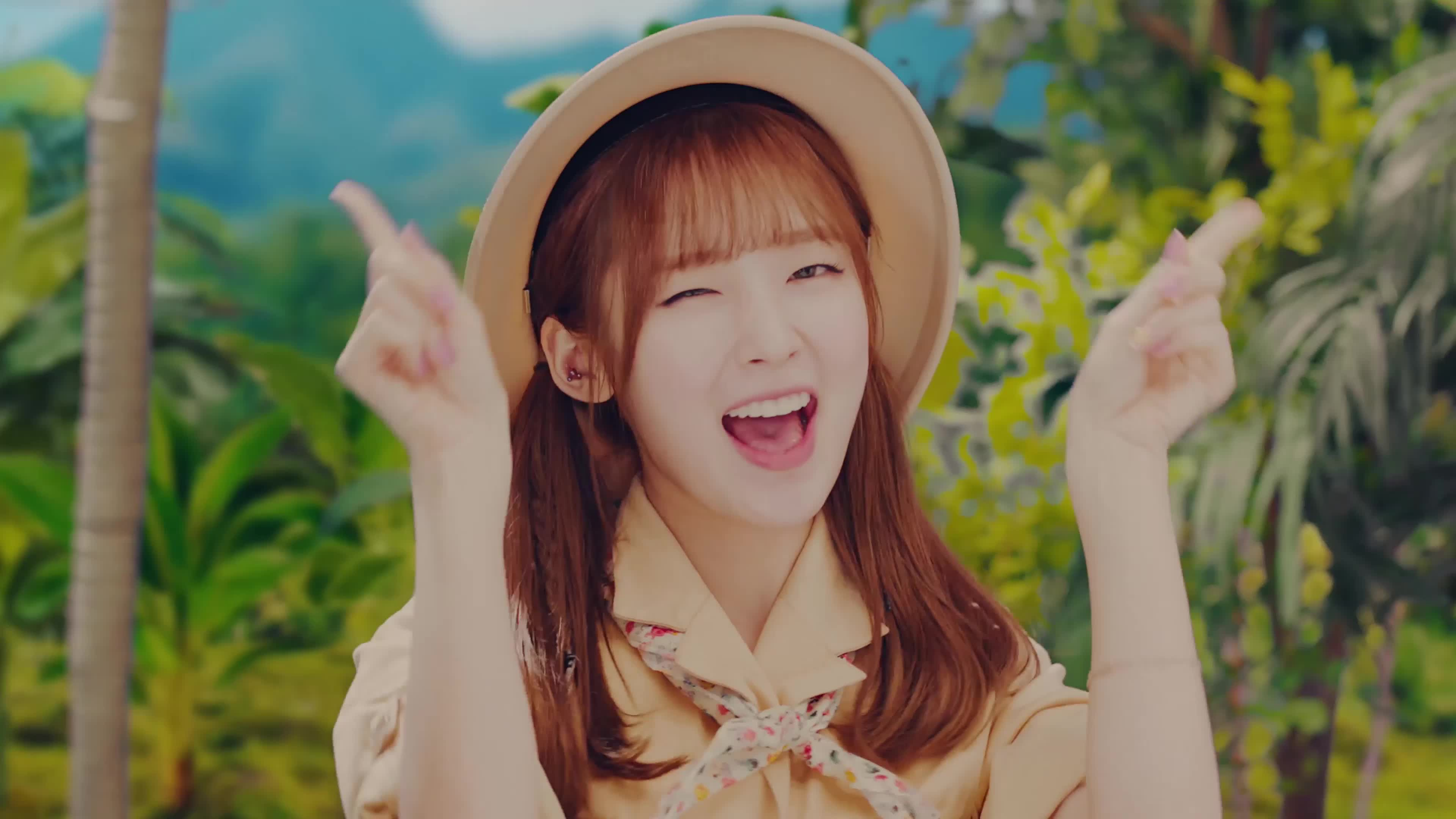 [MV] OH MY GIRL BANHANA(오마이걸 반하나) Banana allergy monkey 3 1 GIFs