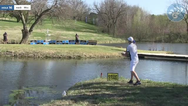 Watch 2018 Glass Blown Open - Simon Lizotte - Drop Zone par save Hole 16 GIF by Benn Wineka UWDG (@bennwineka) on Gfycat. Discover more Disc Golf Tournament, Live Disc Golf, PDGA, SmashBoxx, SmashBoxxTV, The Disc Golf Guy GIFs on Gfycat