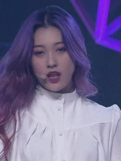 Watch and share Choerry (최리) (Loona) GIFs by makirifan on Gfycat