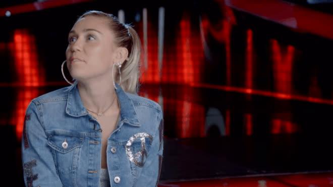 Ai bảo ghét nhau chứ Adam Levine và Miley Cyrus vẫn tình bể bình thế này cơ mà!