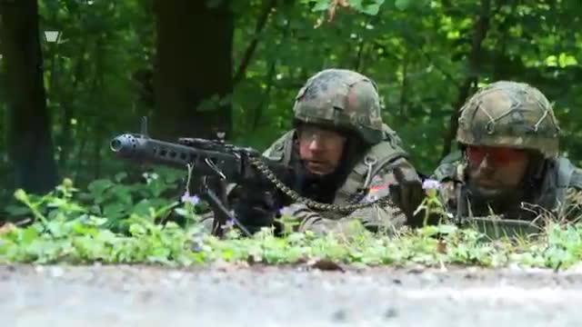 grabenkampf, stellung, stellungskampf, Jäger-Stoßtrupp im Grabenkampf  - Bundeswehr GIFs