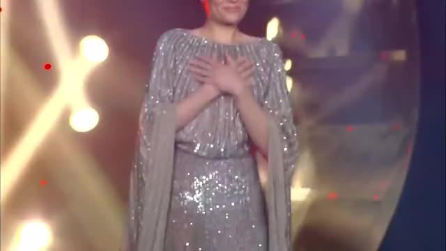 Watch Jessie J《My heart will go on》 - 单曲纯享《歌手2018》第9期 Singer 2018【歌手官方频道】 GIF on Gfycat. Discover more chinese i am singer, chinese show jessie j, chinese singer, hunantv, i am singer, i am singer china, i am singer jessie j, jessie j china, jessie j singer 2018, jessieJ, singer 2018 jessie j, the chinese singer, 我是歌手 jessie j, 歌手, 歌手2018, 歌手2018 jessie j, 歌手六, 歌手第二季, 結石姐, 首发歌手2018 GIFs on Gfycat