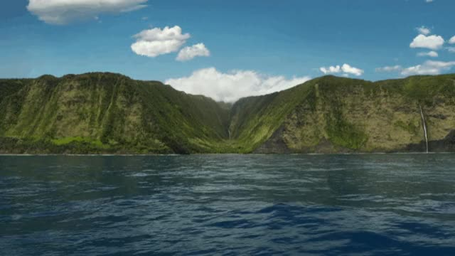 Watch and share Apple-tv-screensaver-hawaii-valley-2 GIFs on Gfycat