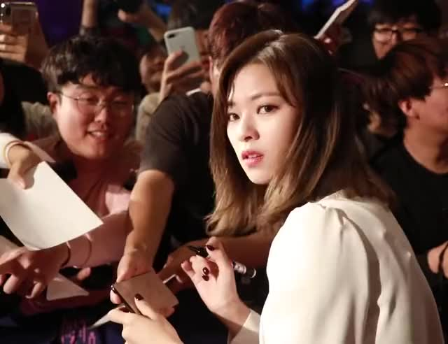 Watch this jeongyeon GIF by Blueones (@blueones) on Gfycat. Discover more jeongyeon, kpop, twice, wave GIFs on Gfycat