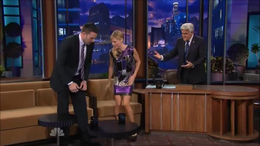 crossedlegs, julie bowen (tv actor), sexy, Julie Bowen GIFs