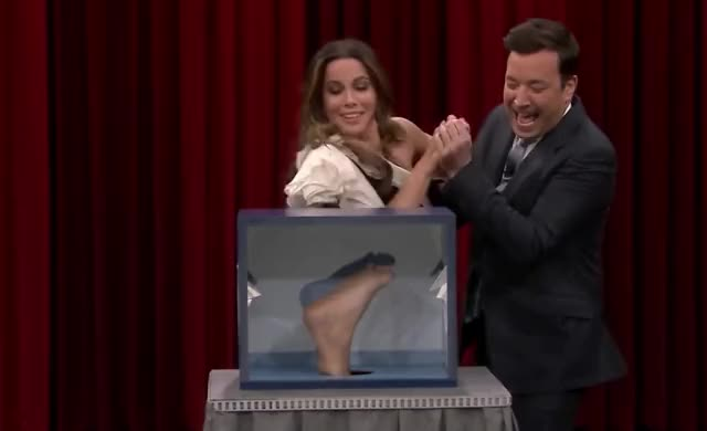 Can You Feel It with Kate Beckinsale wtf what tonight the show omg oh kate jimmy fallon jimmy human god fuck foot fallon ew celebs beckinsale awkward curated GIF