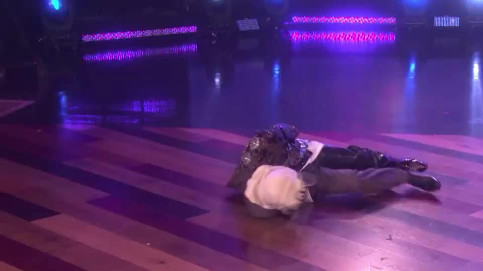 around, dance, dancer, dancing, degeneres, dog, drunk, ellen, epic, floor, funny, howie, lol, mandel, mask, masked, party, pug, singer, turn, Howie's dance moves GIFs
