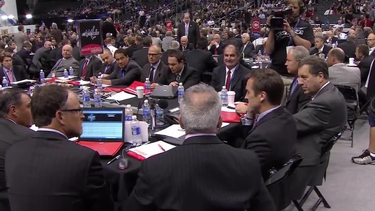 George McPhee likes to wink (2010 NHL entry draft) GIFs