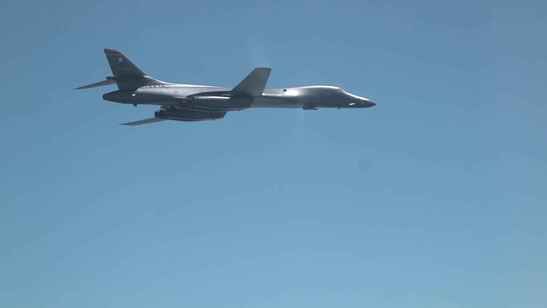 korea, miliatrygfys, southkorea, USAF B-1B, USMC F-35B, ROKAF F-15K GIFs